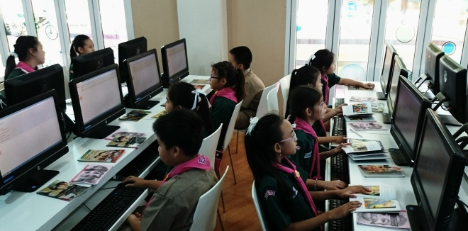 students in the computer lab at Varee school using M-Reader online educational tool