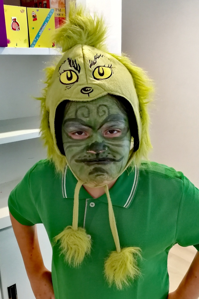 How The Grinch stole Christmas face paint fancy dress